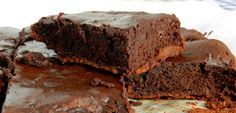 brownie com 3 ingredientes (que pode virar petit gateau)