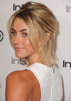 Julianne Hough She was nominated for a Creative Arts Primetime Emmy in 2007 for Outstanding Choreography in season five of the show. Short Hair With Bangs, Hairstyles With Bangs, Short Hair Styles, Julianne Hough Short Hair, Short Sassy Haircuts, Trending Hairstyles, Dream Hair, Love Hair, Textured Hair