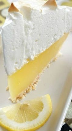 The best, no fail, lemon meringue pie. The lemon meringue stays fluffy and does not pull away from the crust. The filling does not get runny, it stays perfectly together when you slice the pie. Lemon Desserts, Lemon Recipes, Just Desserts, Sweet Recipes, Delicious Desserts, Yummy Food, Best Lemon Pie Recipe, Lemon Cakes, Yummy Yummy