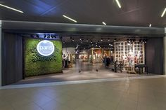 The live wall with the store logo is fantastic.  Would make a great entrance piece in our vestibule.
