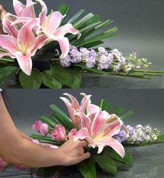Cách cắm hoa để bàn đẹp lộng lẫy ai cũng khen khéo tay Church Flower Arrangements, Floral Arrangements, Purple Centerpiece, Centerpieces, Margarita, Bouquet, Ideas Para, Flowers, Plants