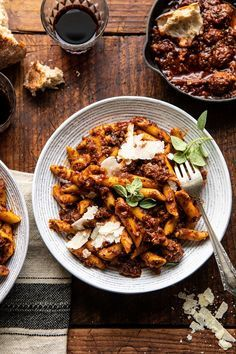 Best Super Easy Penne--Slow simmered red sauce with a lot of garlic, Italian herbs, rich olive oil, and spicy chicken sausage. This is a hearty, cozy pasta that comes together in minutes and is ideal for feeding plenty of family and friends. Ravioli, Pasta Recipes, Dinner Recipes, Dinner Ideas, Half Baked Harvest, Red Sauce, Penne Pasta, Pasta Bake, Chicken Sausage