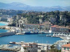 Nice: View of the port of Nice and of mountains in background - France-Voyage.com