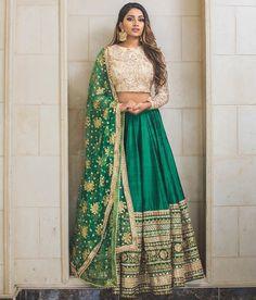 Trendy Ideas For Wedding Indian Gowns Receptions Bridal Lehenga Indian Bridal Lehenga, Indian Gowns, Indian Attire, Pakistani Dresses, Red Lehenga, Lehenga Choli, Indian Anarkali, Green Saree, Indian Wedding Outfits