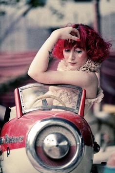 burlesque performer kiki-beguin