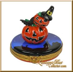 Pumpkin Stack with Bats Limoges Box by Beauchamp, www.LimogesBoxCollector.com, French Hand-Painted Limoges boxes, Halloween Limoges box gifts