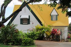 House with yellow roof, Matsonia Drive | House with yellow r… | Flickr