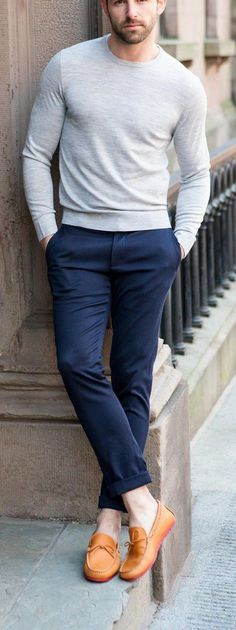 Grey crew neck with blue chinos Mens Fashion Blog, Fashion Moda, Fashion Trends, Men's Fashion, Preppy Mens Fashion, Urban Fashion, Casual Wear, Casual Outfits, Men Casual