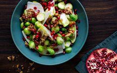 Rosenkål med julesalat, granatæblekerne og friske æbletern