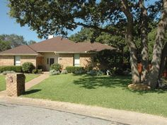 621 Creek Pl, Highland Village, TX 75077, 3 Bedrooms, 2.1 Baths, 2103 SF, Pool, Absolutely Gorgeous 1 Story with Backyard Oasis!  Updates Galore!  Won't Last Long!