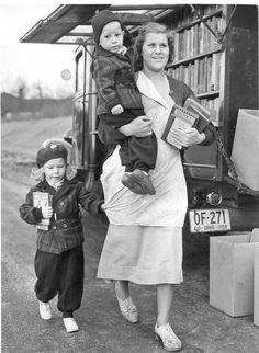 Public Library of Cincinnati & Hamilton County, the bookmobile in Columbia Park, circa 1940.