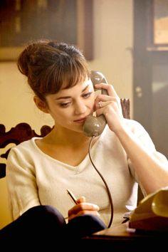 Nine - Marion Cotillard. Bangs. Natural makeup
