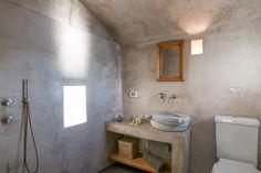 Schau Dir dieses großartige Inserat bei Airbnb an: SUNSET CAVE HOUSE IN OIA…