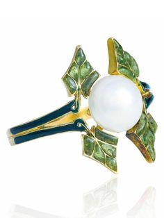 RENÉ LALIQUE - ART NOUVEAU PEARL AND ENAMEL RING, CIRCA 1903. Pearl, green window enamel, dark green enamel, gold (French mark), signed Lalique.