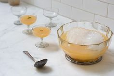 Winter Punch - A beautiful winter punch recipe. Made from prosecco, winter citrus, gin and rosemary sugar. It's simple to pull together, beautiful but not overly strong. Gin Fizz, Prosecco Punch, Gin And Prosecco, Prosecco Drinks, Party Drinks, Cocktail Drinks, Cocktail Recipes, Alcoholic Drinks, Beverages