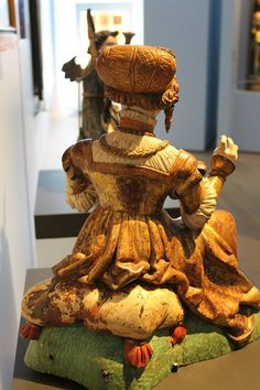 Advent day 2018 Virgin Mary, as a fashionable young woman, about 1520 Landesmuseum Württemberg, Stuttgart Germany Inv-Nr. Renaissance Clothing, Medieval Fashion, Medieval Art, 16th Century Clothing, German Outfit, Stuttgart Germany, Wooden Statues, Landsknecht, German Women