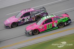 Danica Patrick, Stewart-Haas Racing Chevrolet and Bobby Labonte, GoFAS Racing Ford