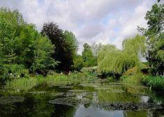 De idyllische tuin van de impressionistische schilder Claude Monet in Giverny.
