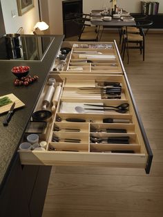 LINE Silk Three levels of drawers di Santos Kitchen Pantry Design, Modern Kitchen Design, Home Decor Kitchen, Interior Design Kitchen, Home Kitchens, Kitchen Drawer Organization, Diy Kitchen Storage, Kitchen Drawers, Kitchen Sink