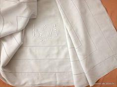 LINGE ANCIEN / Beau drap en fil de lin avec beau travail de jours et monogramme LA