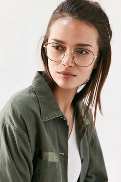 4884a18a31264c jeune fille en veste kaki, lunettes morphologie visage, look cool,  étudiante, montures