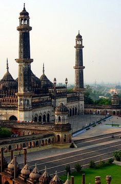 Asfi Mosque at Bara Imambara Complex in Lucknow, India (by KhaLeeL)