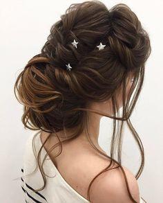 Updo wedding hairstyle inspiration | elegant chignon bridal hairstyle ideas #weddinghair #updo #chignon #messyupdo #messybridalupdo #hairstyleideas #weddinghairinspiration #updohairstyle #upstyle #bridalhair