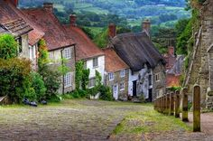 SHAFTESBURY - Dorset, Gold Hill, England, United Kingdom. Watch http://destinations-for-travelers.blogspot.com.br/2014/12/shaftesbury-dorset-inglaterra.html