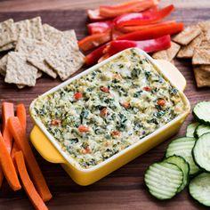 ¡Prepara tu propio snack en tu próxima noche de películas! Sigue esta sencilla receta para hacer un dip de espinacas y sírvelo con vegetales para que cada bocado sea más nutritivo.