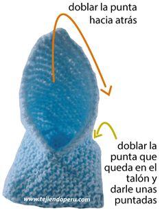 Zapatitos de bebe de dos cuadrados tejidos - Tejiendo Perú Baby Booties Knitting Pattern, Baby Shoes Pattern, Baby Hats Knitting, Crochet Baby Shoes, Crochet Baby Booties, Knitting Socks, Knitted Hats, Crochet Hats, Easy Crochet Hat Patterns