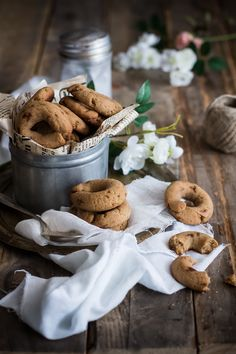 milk almond and olive oil biscotti . Food Photography Tips, Cookies Et Biscuits, Food Design, Food Pictures, Food Styling, Food Inspiration, Love Food, Sweet Recipes, Donuts