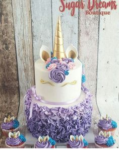 Unicorn themed parties are one of the most popular childrens party themes at the moment. Here are our 12 favourite Unicorn themed cakes and cupcakes. They would look amazing on your party table! Unicorn Themed Cake, Unicorn Cakes, Mini Cakes, Cupcake Cakes, Fete Laurent, Cupcakes Decorados, Unicorn Birthday Parties, Birthday Ideas, Half Birthday