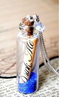 """Alice in wonderland message in a bottle """"Drink Me"""" long necklace Glass Bottles With Corks, Glass Vials, Drink Me, Movie Crafts, Fun Crafts, Bottle Design, Glass Design, Deco Disney, Alice In Wonderland Theme"""
