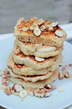 CAMELIE: Muesli pancakes : des petites crèpes aux flocons d'avoine et aux pommes Sweet Desserts, Sweet Recipes, Delicious Desserts, Dessert Recipes, Yummy Food, Healthy Breakfast Recipes, Healthy Cooking, Healthy Snacks, Pancakes And Waffles