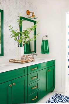 Green and Neutral Bathroom with Mirrors, Patterned Wallpaper and Blue-and-White . Green and Neutral Bathroom with Mirrors, Patterned Wallpaper and Blue-and-White Rug # Neutral Bathroom, Bathroom Colors, Bathroom Green, Colorful Bathroom, Bright Bathrooms, White Bathrooms, Kitchen Colors, Tiny Bathrooms, Master Bathrooms