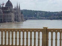 Hochwasser in Budapest (c) Marc Vecsey Juni, Budapest, Taj Mahal, Building, Travel, Voyage, Buildings, Viajes, Traveling