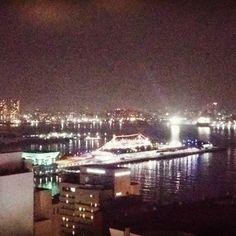 Instagram【hawaii_703】さんの写真をピンしています。 《目も脳もが冴えて眠れず! #夜景 #夜 #夜空 #空 #海 #ライトアップ #景色 #風景 #風景写真 #眺め #横浜 #大桟橋 #港 #山下公園 #オーシャンビュー #船 #nightview #niceview #nightsky #sky #sea #oceanview #yokohama #japan #istock #lightup #nighttown #beautifulview #nicelocation #boat》