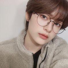 Korean Boys Ulzzang, Cute Korean Boys, Ulzzang Boy, Cute Girls, Short Hair Glasses, Boys Glasses, Korean Glasses, Pelo Cafe, Ulzzang Hair