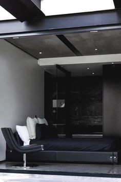 """"""" Kloof Road House Designed by: Nico Van Der Meulen Architects """""""