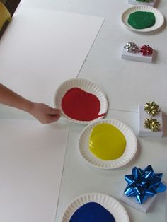 Christmas Bow Printing: Kiddos get so tired of paint brushes, but when you mix it up with other objects to paint with, they are absolutely captivated!