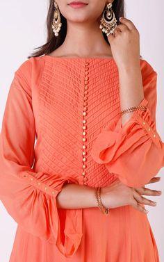 Peach Gota Patti V-neck Kurta Kurti Sleeves Design, Kurta Neck Design, Sleeves Designs For Dresses, Blouse Neck Designs, Sleeve Designs, Dress Designs, Pakistani Fashion Casual, Pakistani Dresses Casual, Pakistani Dress Design