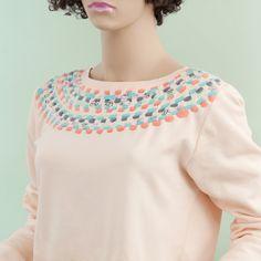 Fashion DIY Tutorial: Alten Sweater mit Stoffresten aufpeppen - Fashion Recycling leichtgemacht