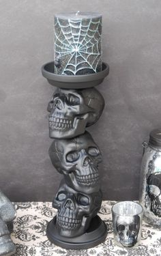 DIY Skull Candle Holder~ With a little spray paint and a hot glue gun, you can turn plastic skulls and two terracotta saucers into a candle holder that screams Halloween.Get the tutorial at Endlessly Inspired. Origami Halloween, Diy Halloween Party, Dollar Store Halloween, Spooky Halloween Decorations, Halloween Candles, Halloween Home Decor, Outdoor Halloween, Halloween Cupcakes, Halloween Ideas