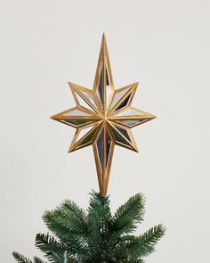 Provide a brilliant finishing touch to your holiday display with our exclusive Double-Sided Mirrored Star Tree Topper. Available on Balsam Hill today. Christmas Tree Toppers, Christmas Decorations, Christmas Ornaments, Holiday Decor, Holiday Ideas, Balsam Hill Trees, Unique Tree Toppers, Star Tree Topper, Christmas Items