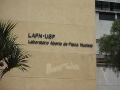 Sinalização do LAFN (Laboratório Aberto de Física Nuclear). Destina-se a todos os usuários do local.