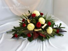 Florystyka pogrzebowa z kwiatów żywych Cemetery Flowers, Ikebana, Funeral, Flower Arrangements, Christmas Wreaths, Table Decorations, Holiday Decor, Diys, Projects