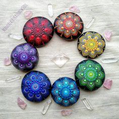 Techniques for Reiki - Amazing Secret Discovered by Middle-Aged Construction Worker Releases Healing Energy Through The Palm of His Hands. Cures Diseases and Ailments Just By Touching Them. And Even Heals People Over Vast Distances. Dot Art Painting, Rock Painting Designs, Mandala Painting, Pebble Painting, Pebble Art, Mandala Art, Stone Painting, Mandala Painted Rocks, Mandala Rocks