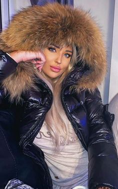 White Face Mask, Puffy Jacket, Down Coat, Moncler, Parka, Cool Girl, Winter Fashion, Fur Coat, Jackets For Women