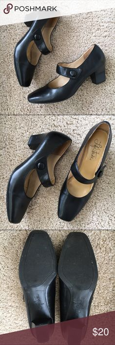 Life Stride Sindy Mary Jane Pumps Comfortable toe box, with elasticized straps under the button. Good used condition. Life Stride Shoes Heels