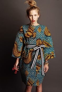 "This looks like West African ""vax"" style print - amazing. stella jean / like those batik prints African Inspired Fashion, African Print Fashion, Africa Fashion, Ethnic Fashion, Fashion Prints, Fashion Design, African Prints, Ankara Fashion, African Patterns"